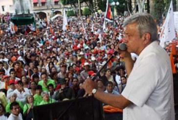 """""""Calderón es una gallina"""": López Obrador en Puebla"""