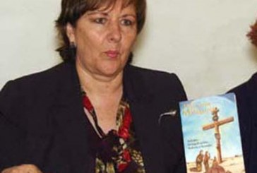 Con libro católico se promueve Anatere para Gubernatura