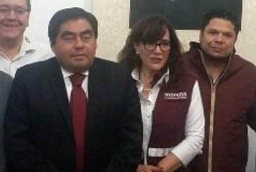 Barbosa se queda con la precandidatura de Morena