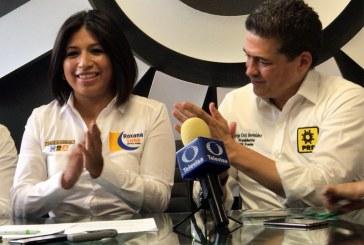 Cruz Bermúdez sale en defensa de Roxana Luna