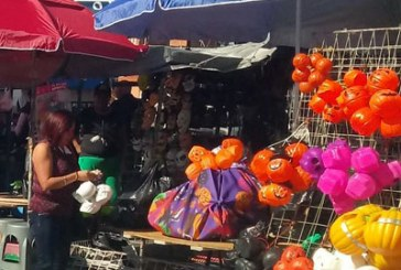 Inmuta a Rivera presión sobre ambulantaje; culpa a la sociedad