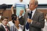 Cárdenas defiende sus ingresos en el CEEY
