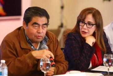 Barbosa reta a Agua de Puebla, dice no temer litigo