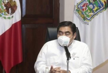 Destaca gobierno control de contagios sin recurrir a represión
