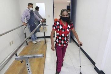 Beneficia SEDIF a persona de Tlacuilotepec con una prótesis