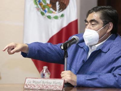 """Reprueba Barbosa """"vacunas de aire""""; en Puebla no habrá abusos, afirmó"""