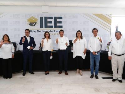 Formaliza Eduardo Rivera candidatura; sin regidurías partidos satélite